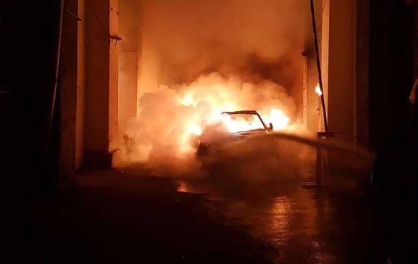 У центрі Києва згоріло авто невістки Гонтаревої