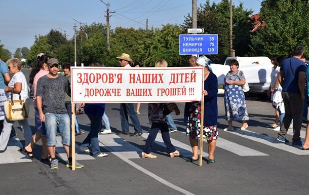 На Вінниччині мешканці перекрили дорогу через діяльність спиртозаводу