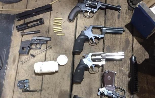 Арсенал оружия нашли при обыске под Киевом