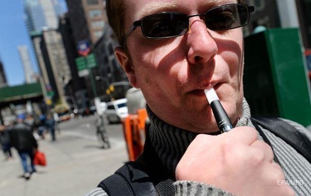 Три людини померли від куріння вейпа в США