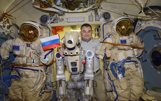 Космічний корабель з роботом Федором приземлився в Казахстані