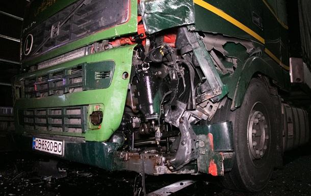 Перепутал педали: под Киевом случилось масштабное ДТП