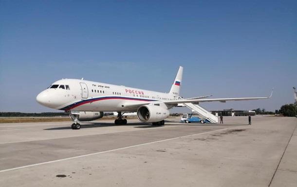 Заключенные россияне улетают из Борисполя в Москву