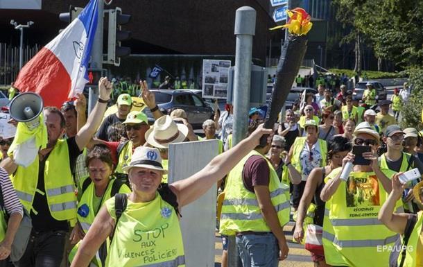 Во Франции возобновились акции  желтых жилетов