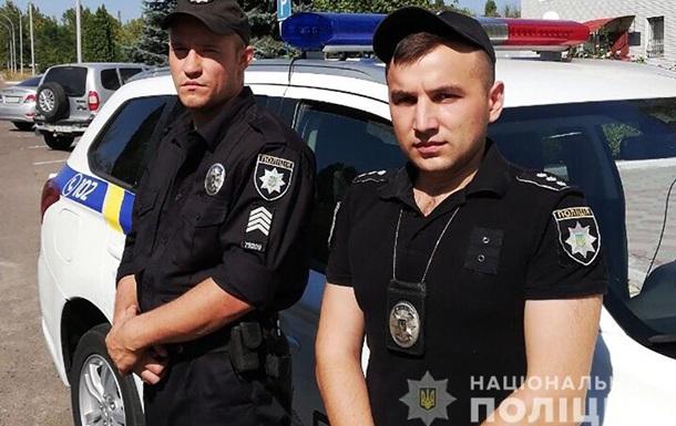 У Миколаївській області зловмисник взяв заручницю і поранив копа