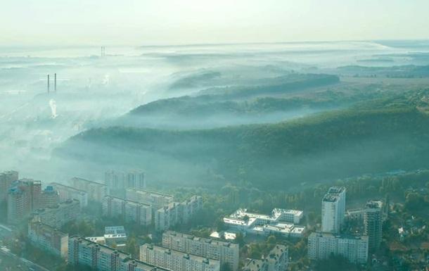 В Киевской области горит стихийная свалка