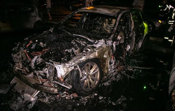 В Киеве на Осокорках сгорели три машины
