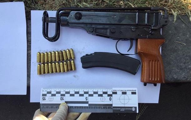 У Києві затримали чоловіків, які перевозили зброю