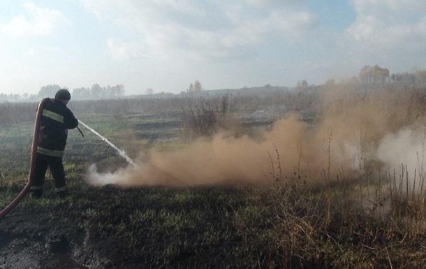 На территории полигона на Харьковщине горят торфяники