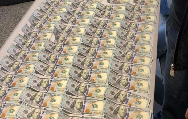 Замглавы Госархива за взятку в $10 тысяч отделался штрафом в две тысячи