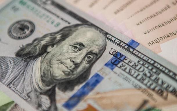 Долар  впав  нижче за 25 грн вперше за три роки