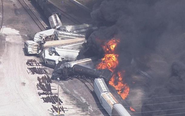 У США потяг зійшов з колії і загорівся