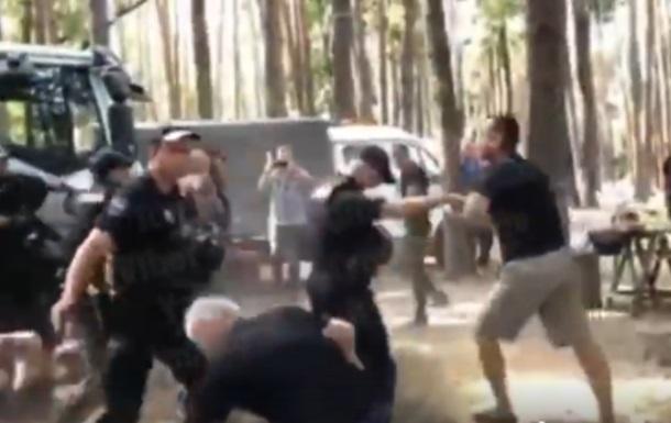 Под Киевом из-за беседок произошла массовая драка с полицией