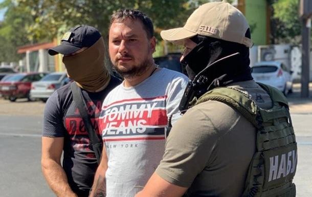 Затриманого на хабарі головного дорожника Миколаївщини звільнили