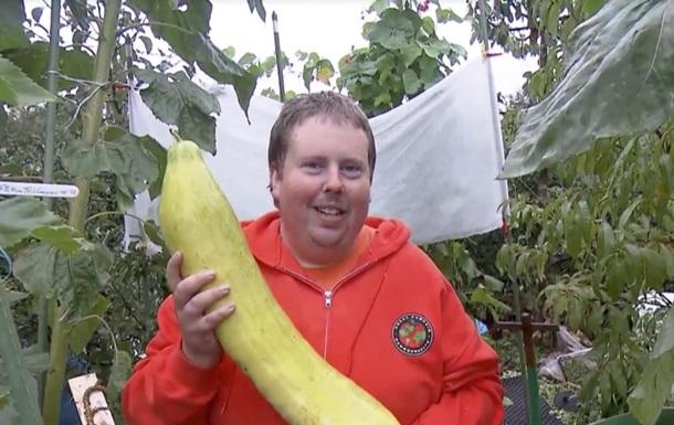 Немецкий фермер выращивает только гигантские овощи