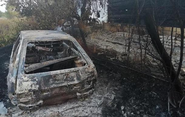 Під Києвом згоріли три будинки і п ять авто через спалювання трави