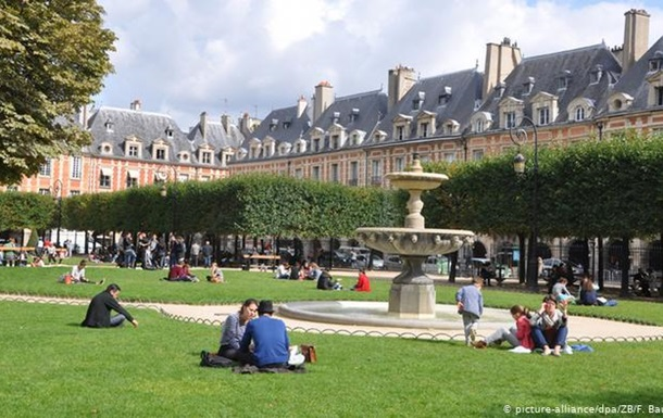 Париж та ще чотири міста у Франції забороняють використання пестицидів