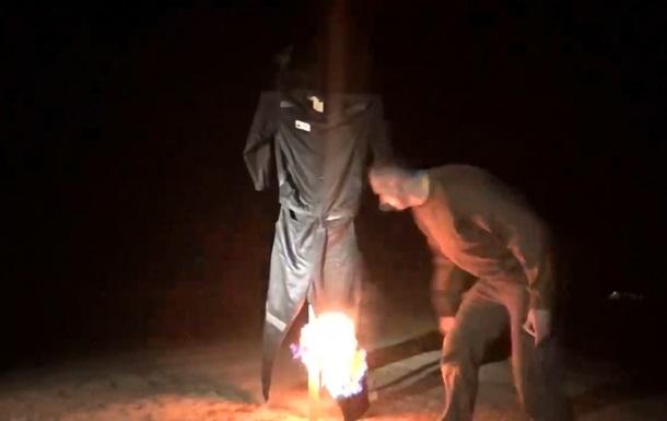 Сенцов спалив  найбільш ненависну річ на світі