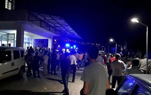 В Турции при взрыве на дороге погибли семь человек
