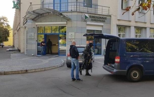 У Києві обшукують банк Порошенка - ЗМІ