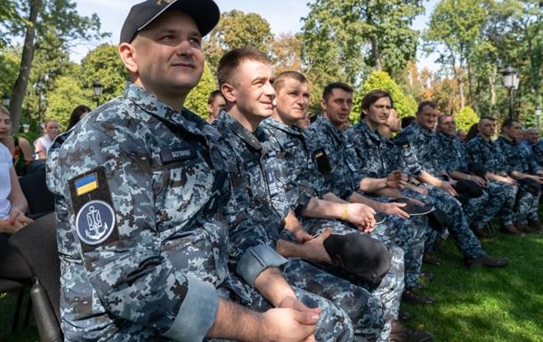 ДБР допитує звільнених моряків