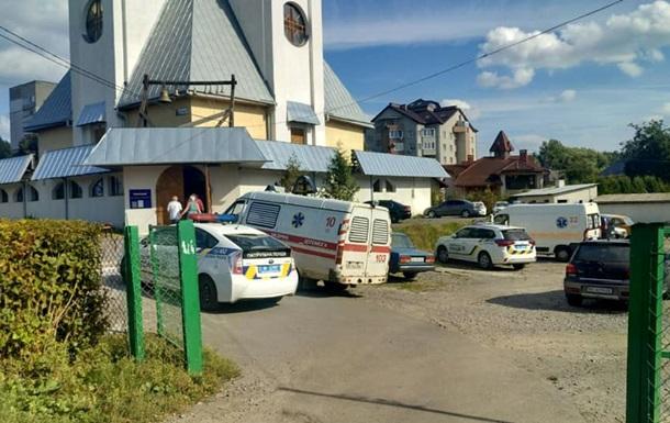 В церкви Львова девочка пыталась вскрыть вены