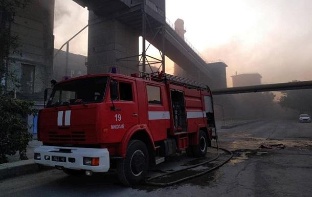 Под Николаевом горит цементный завод