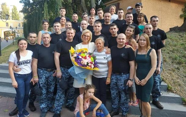 Звільнені моряки з госпіталю відправляються до Одеси