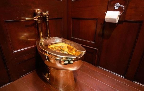 В Британии из дворца украли золотой унитаз