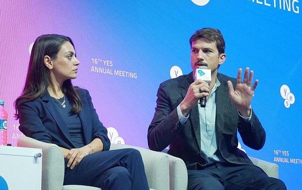 Міла Куніс й Ештон Катчер стали гостями форуму YES у Києві