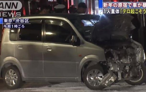 У Японії автомобіль врізався в натовп: є постраждалі