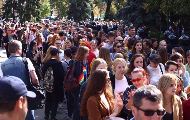 Марш рівності в Харкові: на учасників напали праворадикали