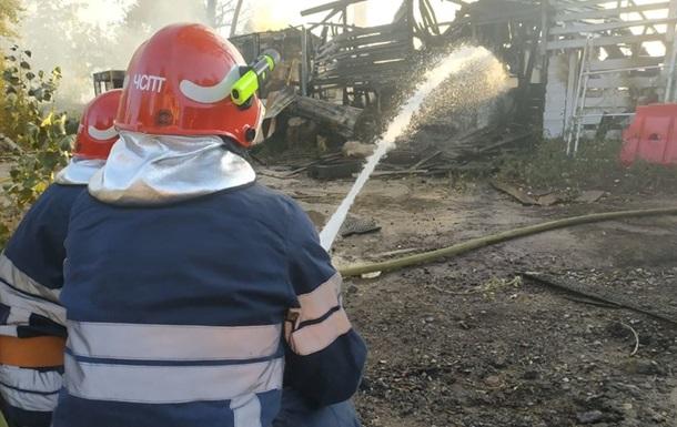 Киянин обстріляв пожежників, які прибули гасити його будинок