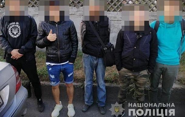 Банда з металевими битами грабувала магазини в Києві