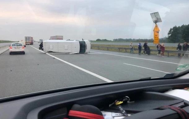 У Польщі перекинувся мікроавтобус з українцями
