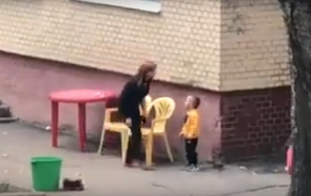 Издевательства воспитательницы над ребенком сняли на видео