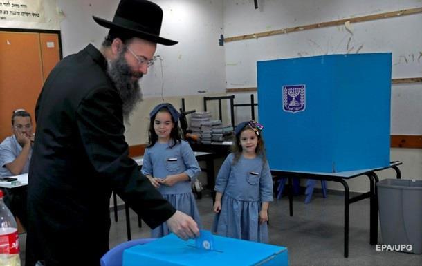 На парламентських виборах в Ізраїлі лідирують дві партії