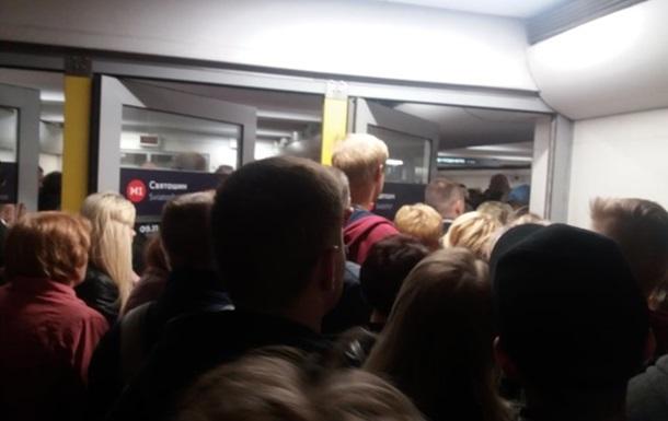 У Києві сталася тиснява на станції метро Святошин
