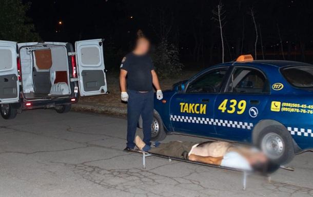 У Дніпрі виявили мертвого чоловіка в таксі