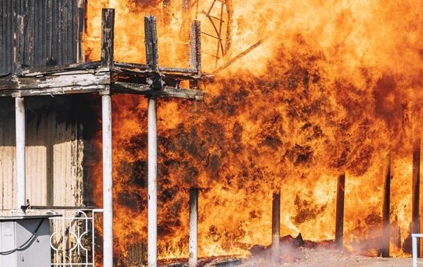 У Дніпрі пожежа на набережній Перемоги