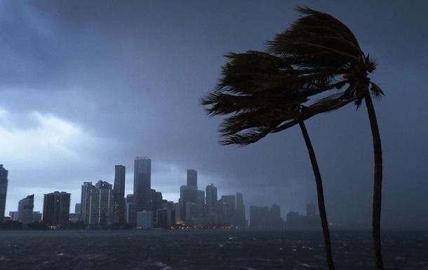 Ураган Умберто оставил без света треть Бермудских островов