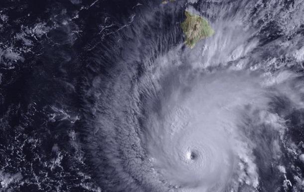 У берегов Мексики сформировался ураган Лорена