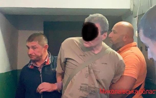 Потрійне вбивство в Миколаєві: у підозрюваного знайшли арсенал зброї