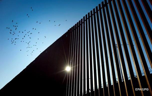 Трамп: Скалолазы не смогли перелезть стену на границе с Мексикой