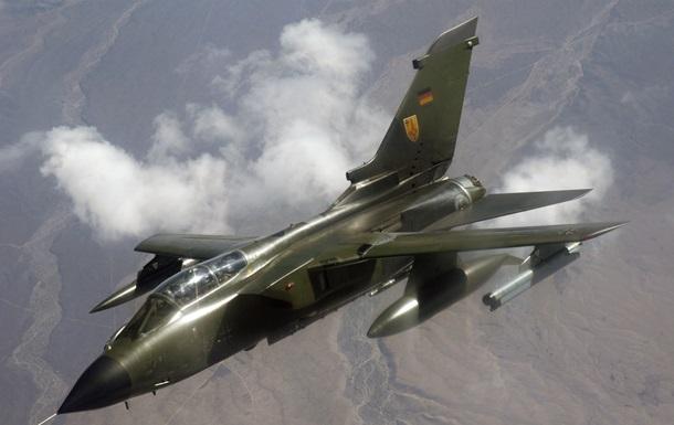 В небе над Германией истребитель потерял два топливных бака − СМИ