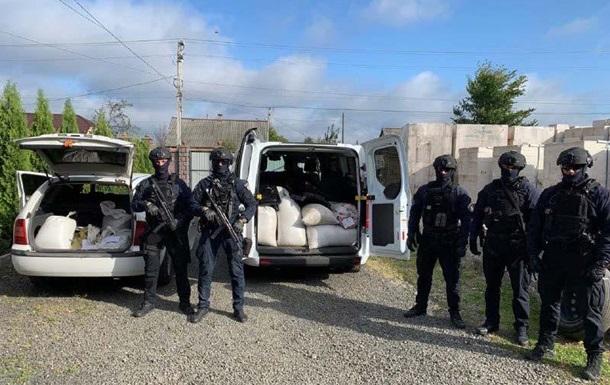 На Рівненщині поліція вилучила 600 кг бурштину