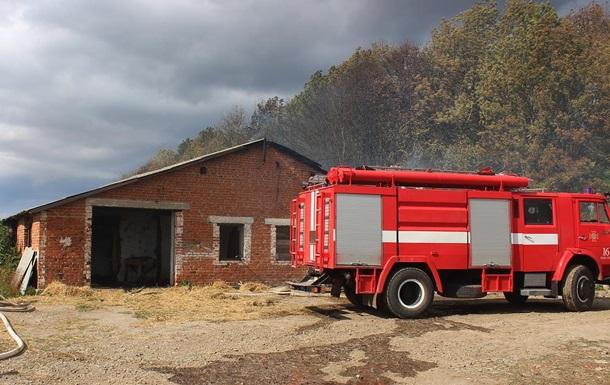 У Хмельницькій області сталася масштабна пожежа на покинутій фермі