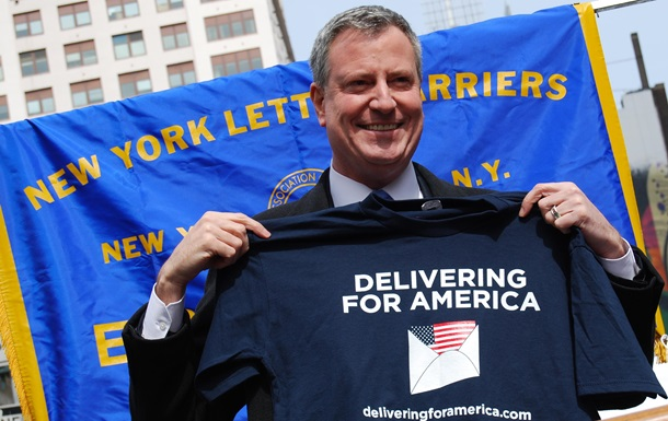 Мэр Нью-Йорка снялся с президентской гонки в США