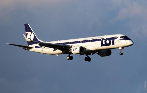 В Одессе не смог приземлиться самолет из Польши