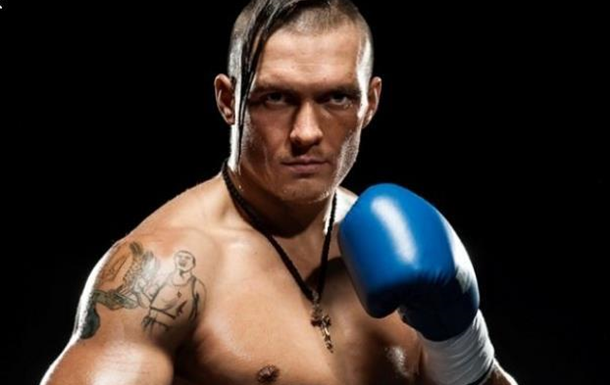 Александр Усик тренируется с российским боксером перед боем